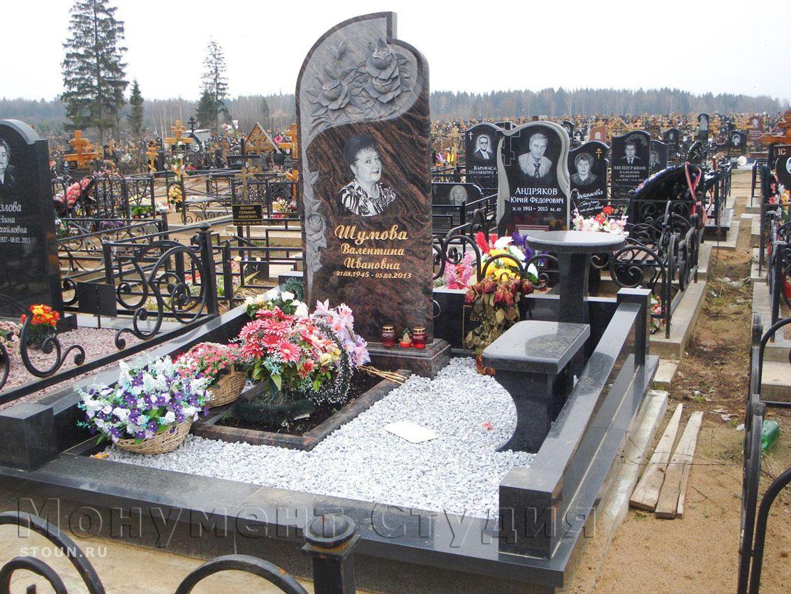 надгробный резной памятник